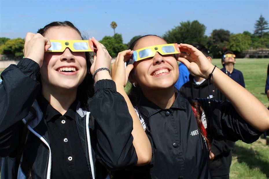 Students from Mendez view the solar eclipse