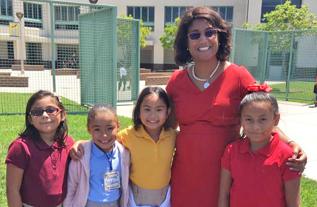 Superintendent Dr. Stefanie Phillips with SAUSD students